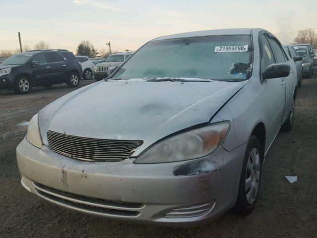 JTDBE32K420050543 - 2002 TOYOTA CAMRY LE SILVER photo 2
