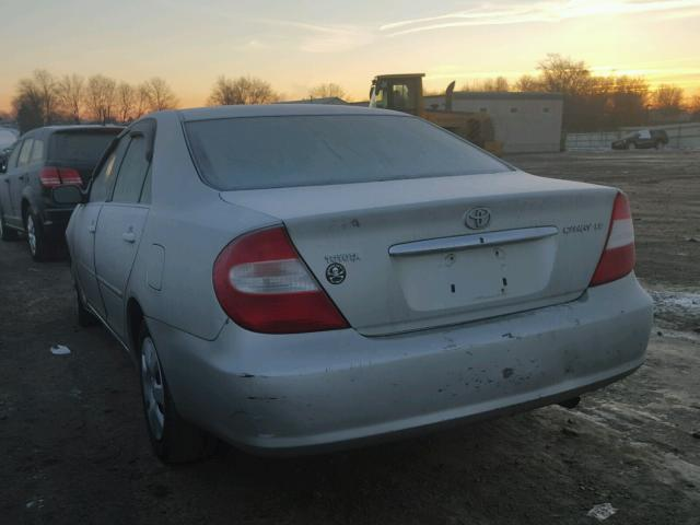 JTDBE32K420050543 - 2002 TOYOTA CAMRY LE SILVER photo 3