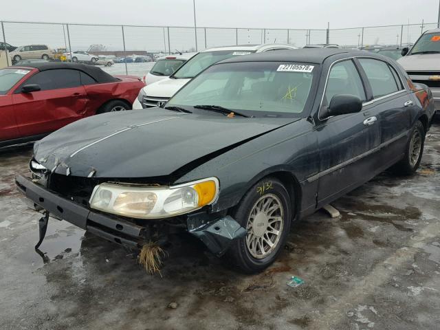 1LNHM82W72Y615751 - 2002 LINCOLN TOWN CAR S GREEN photo 2