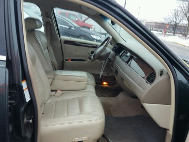 1LNHM82W72Y615751 - 2002 LINCOLN TOWN CAR S GREEN photo 5