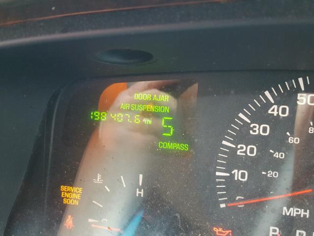 1LNHM82W72Y615751 - 2002 LINCOLN TOWN CAR S GREEN photo 8