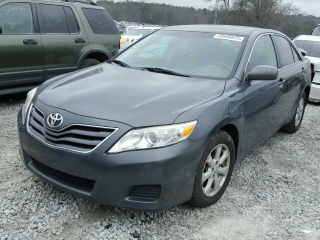 4T1BF3EKXBU723445 - 2011 TOYOTA CAMRY BASE GRAY photo 2