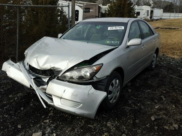 4T1BE32K65U424336 - 2005 TOYOTA CAMRY LE SILVER photo 2