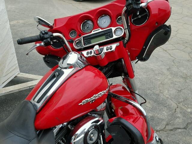 1HD1KEM17AB645943 - 2010 HARLEY-DAVIDSON FLTHTK RED photo 5