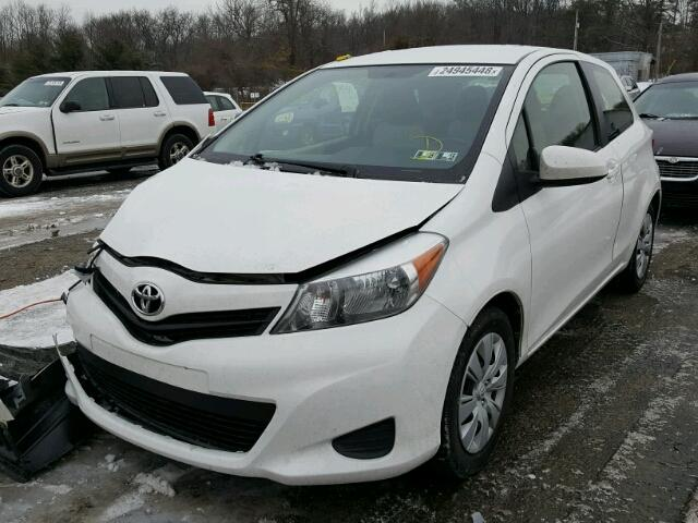 JTDJTUD3XCD514510 - 2012 TOYOTA YARIS WHITE photo 2