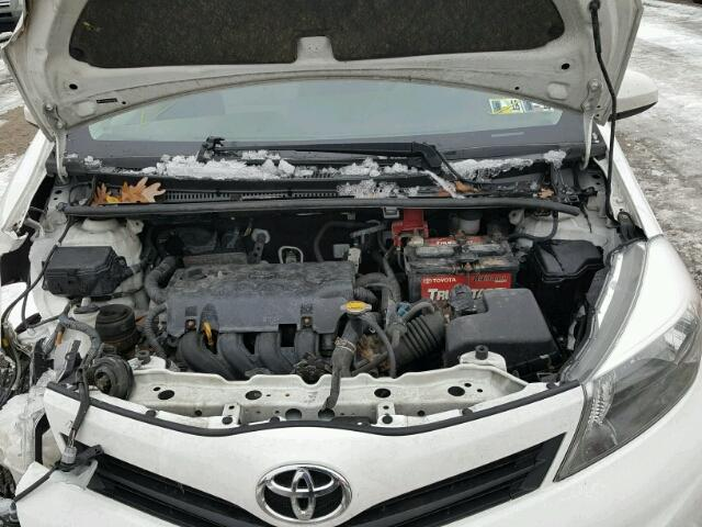 JTDJTUD3XCD514510 - 2012 TOYOTA YARIS WHITE photo 7