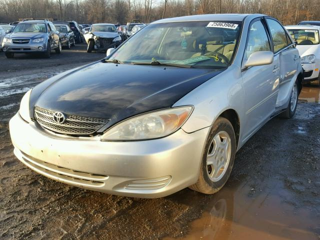 4T1BF32K22U502149 - 2002 TOYOTA CAMRY LE SILVER photo 2