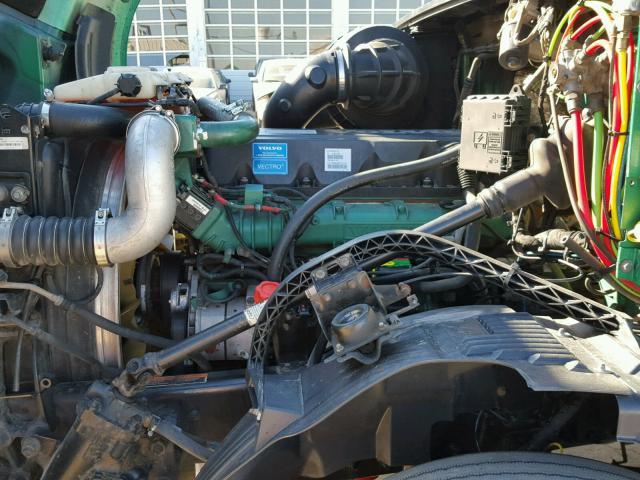 4V4NC9EJ5BN533782 - 2011 VOLVO VN VNL GREEN photo 7