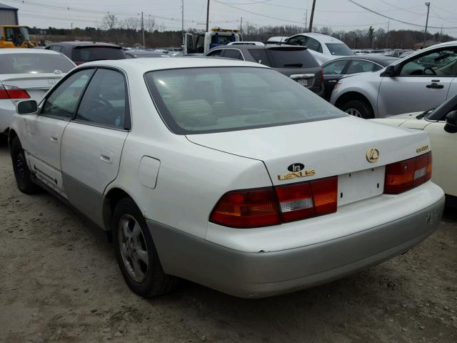 JT8BF28G9W5029835 - 1998 LEXUS ES 300 WHITE photo 3