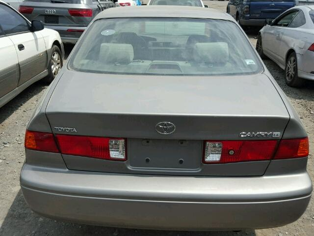 4T1BG22K8YU687579 - 2000 TOYOTA CAMRY CE GRAY photo 9