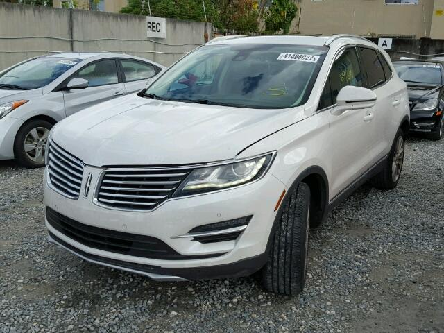 5LMCJ3C95HUL03410 - 2017 LINCOLN MKC RESERV WHITE photo 2