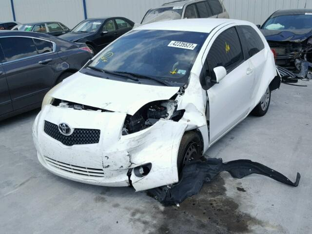 JTDJT923785154369 - 2008 TOYOTA YARIS WHITE photo 2