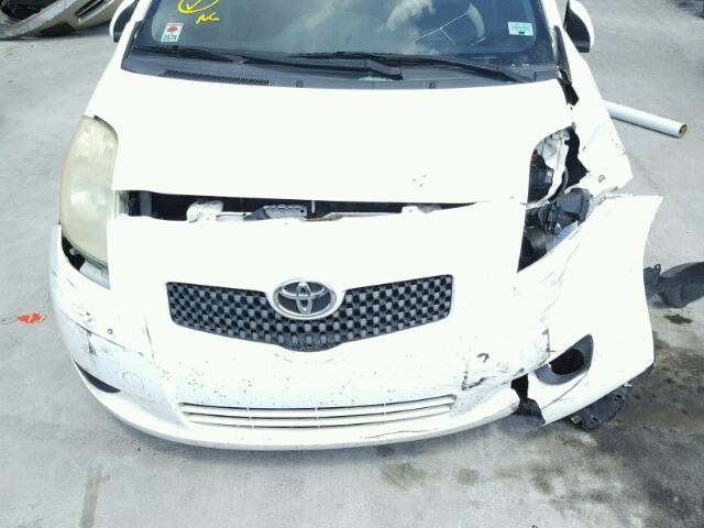 JTDJT923785154369 - 2008 TOYOTA YARIS WHITE photo 7
