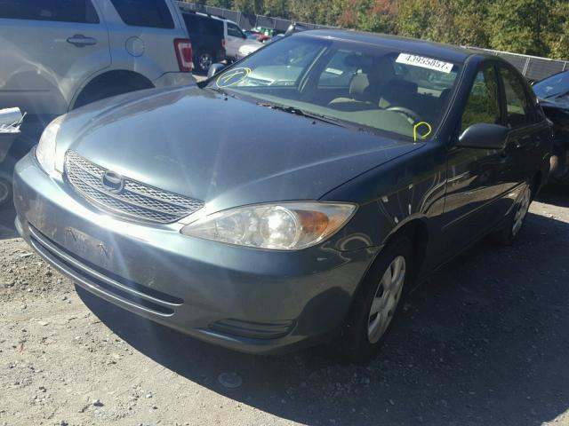 4T1BE32K12U577430 - 2002 TOYOTA CAMRY LE GREEN photo 2