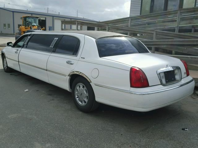 1L1FM81WXXY670907 - 1999 LINCOLN TOWN CAR WHITE photo 3