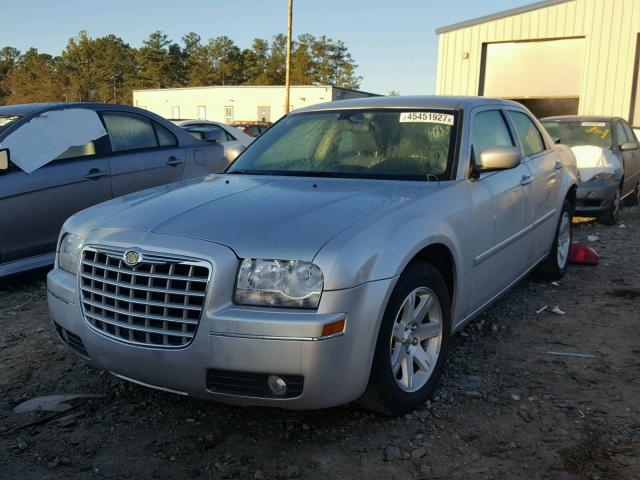2C3KA53G97H799640 - 2007 CHRYSLER 300 SILVER photo 2