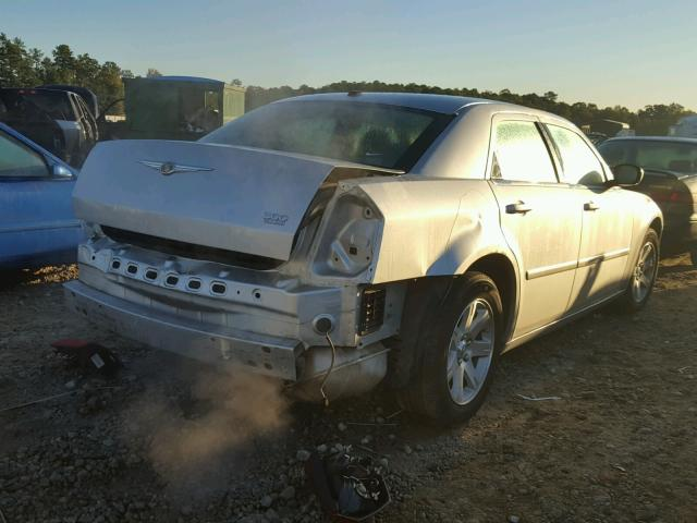 2C3KA53G97H799640 - 2007 CHRYSLER 300 SILVER photo 4