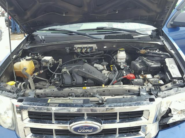 1FMCU031X8KE83319 - 2008 FORD ESCAPE BLUE photo 7