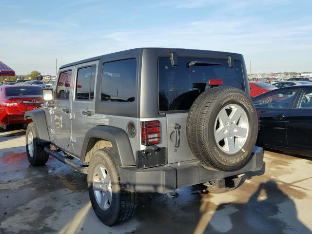 1C4BJWDG8FL730293 - 2015 JEEP WRANGLER U SILVER photo 3