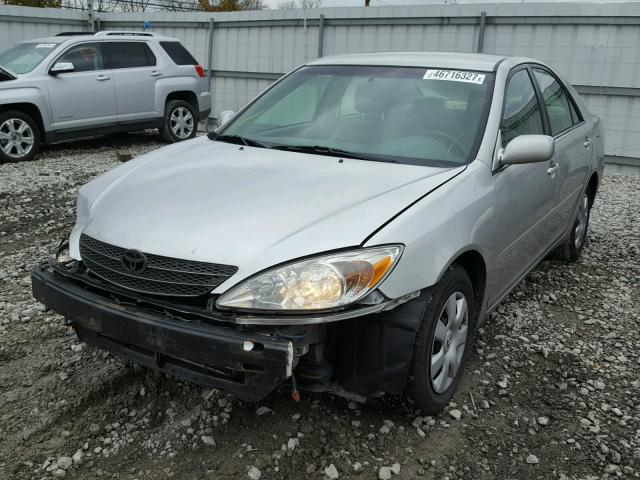4T1BE32K03U256433 - 2003 TOYOTA CAMRY LE SILVER photo 2