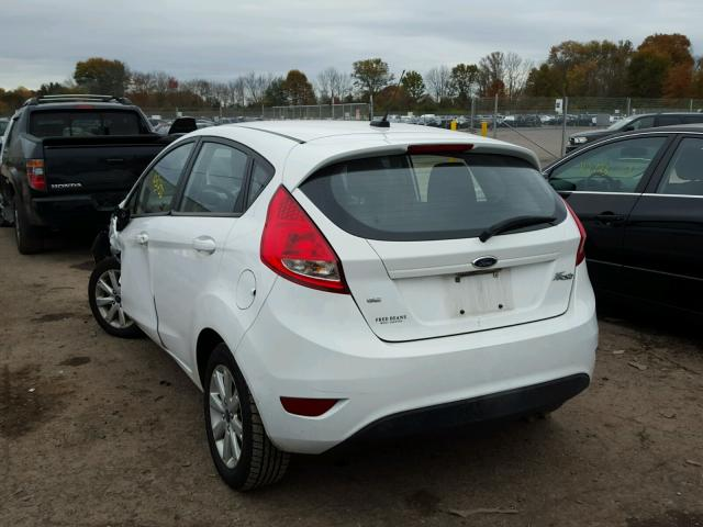 3FADP4EJ8BM239761 - 2011 FORD FIESTA SE WHITE photo 3