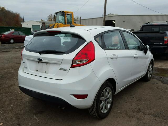 3FADP4EJ8BM239761 - 2011 FORD FIESTA SE WHITE photo 4
