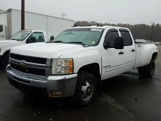 1GCJK336X8F165188 - 2008 CHEVROLET SILVERADO WHITE photo 2