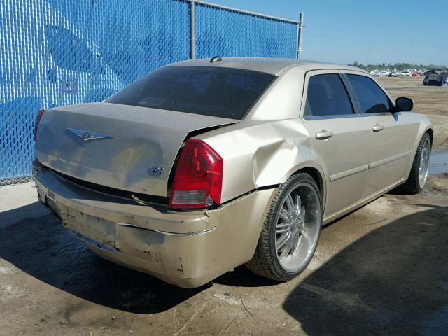 2C3JA53G55H566735 - 2005 CHRYSLER 300 TOURIN BEIGE photo 4
