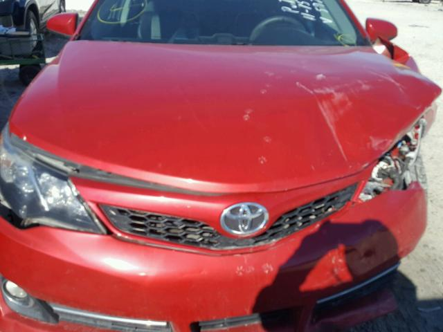 4T1BF1FK3CU615978 - 2012 TOYOTA CAMRY BASE RED photo 7