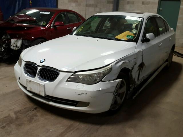WBANV13548CZ56223 - 2008 BMW 528 XI WHITE photo 2