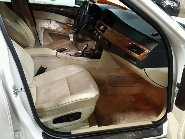 WBANV13548CZ56223 - 2008 BMW 528 XI WHITE photo 5
