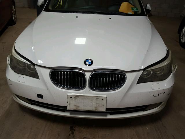 WBANV13548CZ56223 - 2008 BMW 528 XI WHITE photo 7