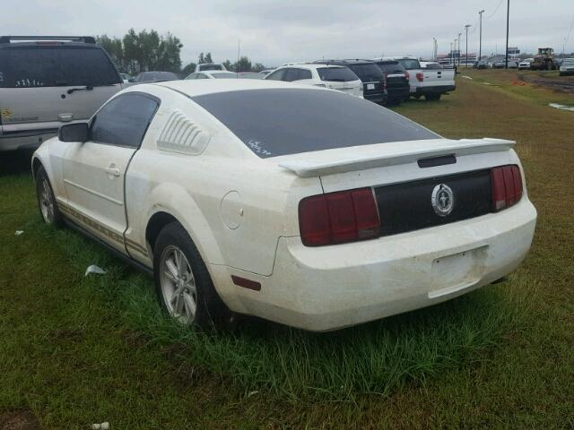 1ZVHT80NX85208600 - 2008 FORD MUSTANG WHITE photo 3