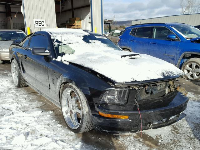 1ZVHT82H355250982 - 2005 FORD MUSTANG GT BLACK photo 1