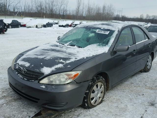4T1BE32K02U595384 - 2002 TOYOTA CAMRY LE GRAY photo 2
