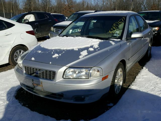 YV1TS592651406014 - 2005 VOLVO S80 2.5T SILVER photo 2