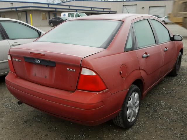 1FAFP34N05W170799 - 2005 FORD FOCUS ZX4 RED photo 4